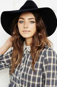 Urban Outfitters _ chapeau surdimensionné - 39 euros